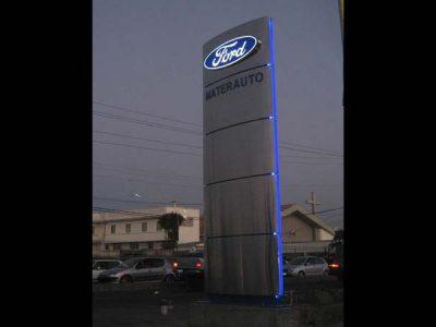 Totem Materauto Ford de nuit
